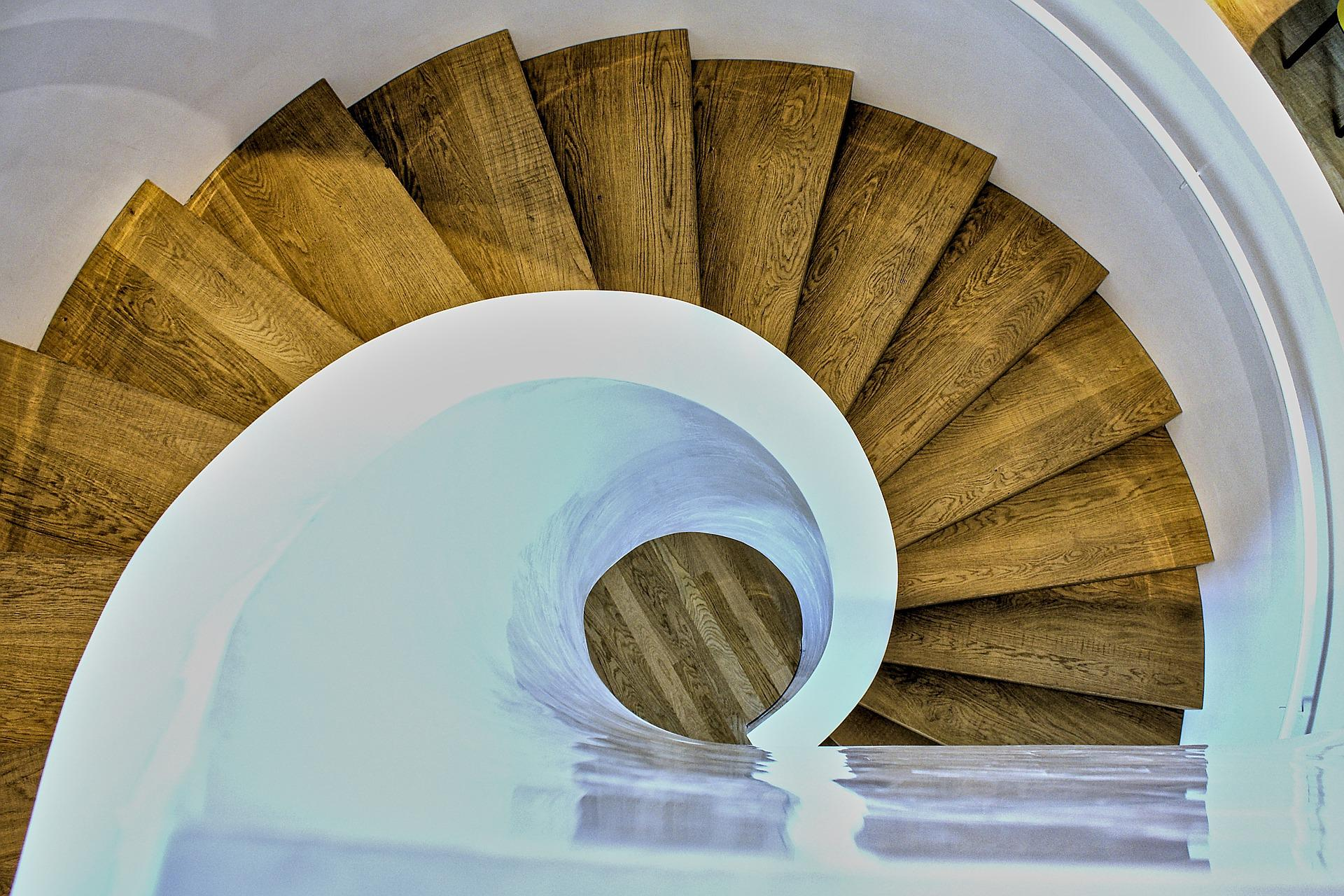 schody jak ślimak
