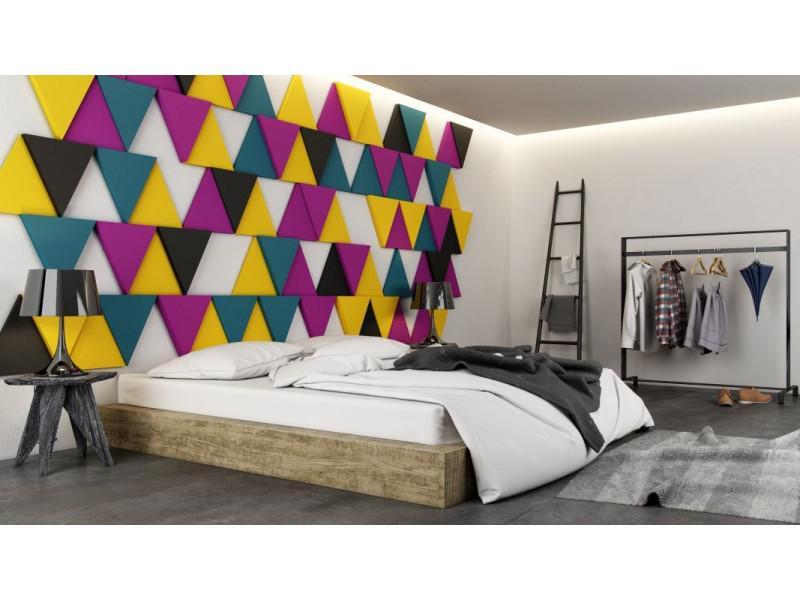 sypialnia z kolorowymi panelami ściennymi