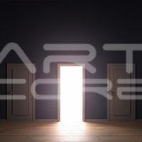 Artcore i drzwi w tle
